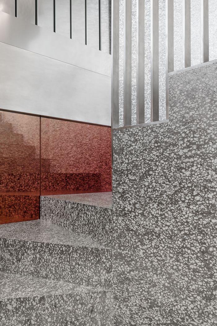 Repossi Vendôme by OMA, mirror design and development by Studio Sabine Marcelis  photo: Delfino Sisto Legnani & Marco Cappelletti