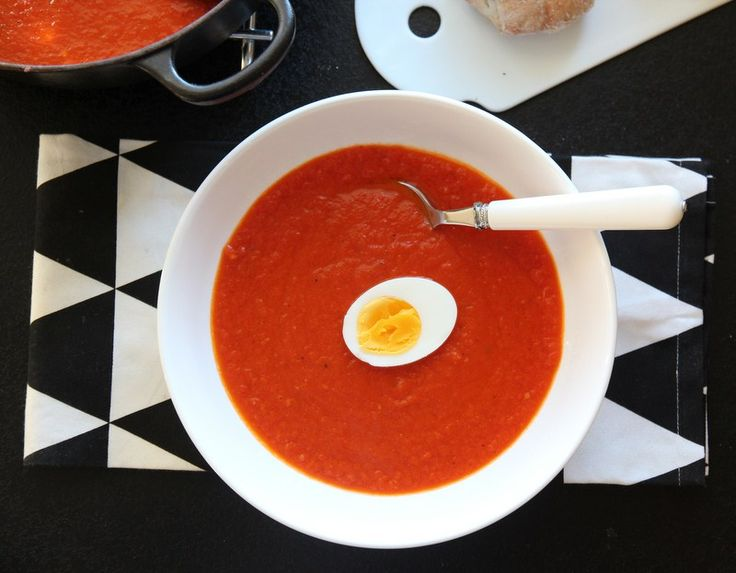 - Hjemmelaget tomatsuppe -  Tomato Soup, - canned tomatoes and added chili as a little kick, - add a kittle milk or half/half?