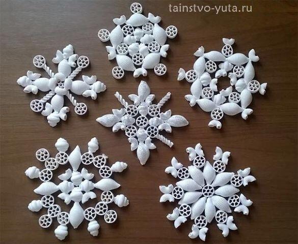 Schneeflocken aus Nudeln
