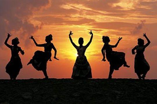 l' école de danse indienne de Montigny-le-Bretonneux , vous ouvre ses portes !