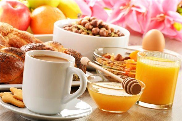 Bol fındık, yulaf, doymamış yağlı ve asitli yiyecekler neşe kaynağıdır. Haftaya başlarken kahvaltınızda bu tür besinler tüketebilirsiniz.