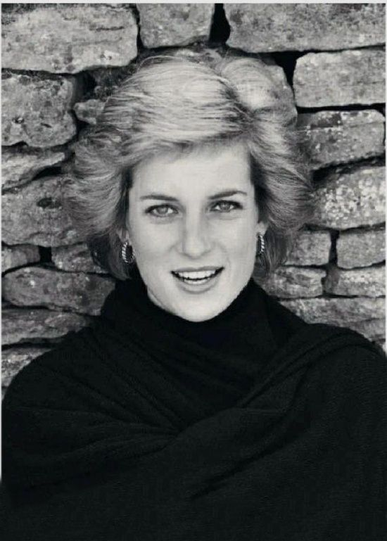 There is no date, or any indication of where the photo was taken. However, in this simple photo, Princess Diana is: Absolutely Gorgeous!!