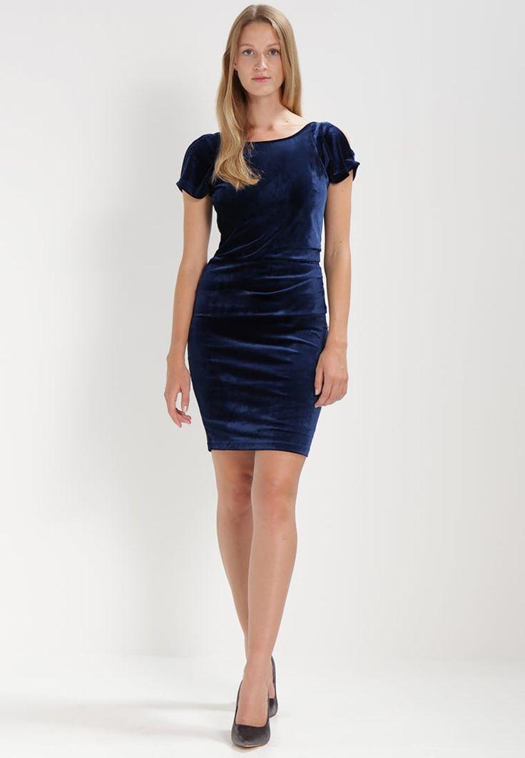 ¡Consigue este tipo de vestido de tubo de Kaffe ahora! Haz clic para ver los detalles. Envíos gratis a toda España. Kaffe OAKINI INDIA Vestido de tubo dark blue: Kaffe OAKINI INDIA Vestido de tubo dark blue Ropa   | Material exterior: 90% poliéster, 10% elastano | Ropa ¡Haz tu pedido   y disfruta de gastos de enví-o gratuitos! (vestido de tubo, ajustado, ajustados, entallados, ceñido, ceñidos, bandage, tube, tight, pencil, band, fitted, wrap, skimming, figure-skimming, fits, slim, sch...