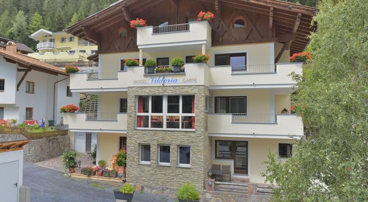 Hotel Garni Viktoria Sankt Anton am Arlberg This 3-star hotel is quietly located in Sankt Anton am Arlberg in the Arlberg Ski Region. It offers elegant rooms with cable TV, a hairdryer and garage parking.  A free shuttle bus is only 100 metres from the Hotel Garni Viktoria.
