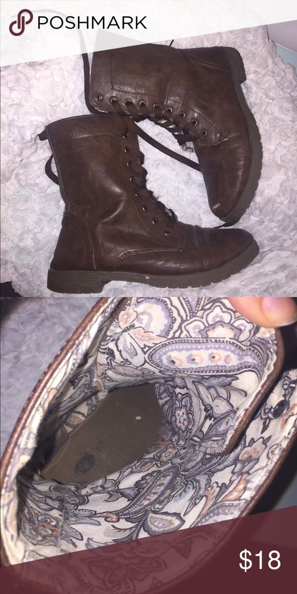 Brown combat boots with floral lining inside! Trendy brown combat boots with floral lining inside the boot! Rue21 Shoes Combat & Moto Boots