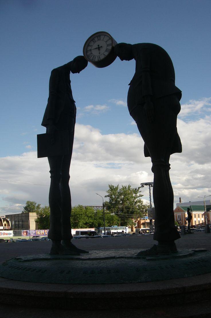 """#Орел  #Гринн  единственная в России  скульптурная композиция #Чиновник_и_предприниматель"""" #Странные_памятники"""