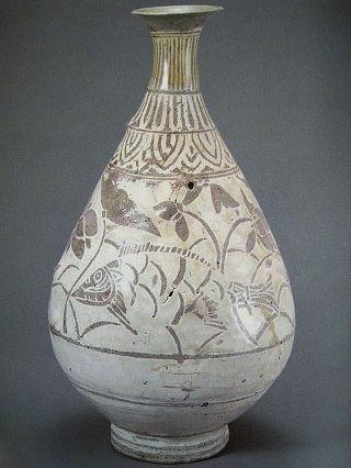 .분청사기 연꽃 물고기 무늬 병(粉靑沙器 剝地 蓮魚文 甁) 1516 Cent