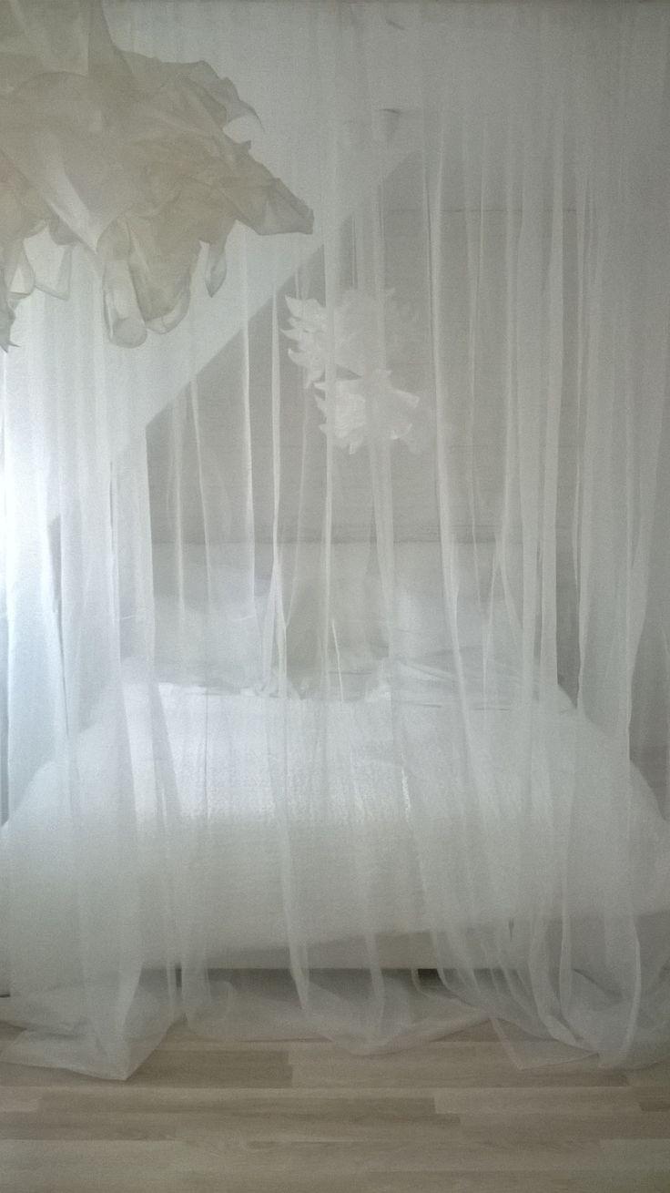 Sypialnia. Ikea. Biała. Firany. Wygoda.