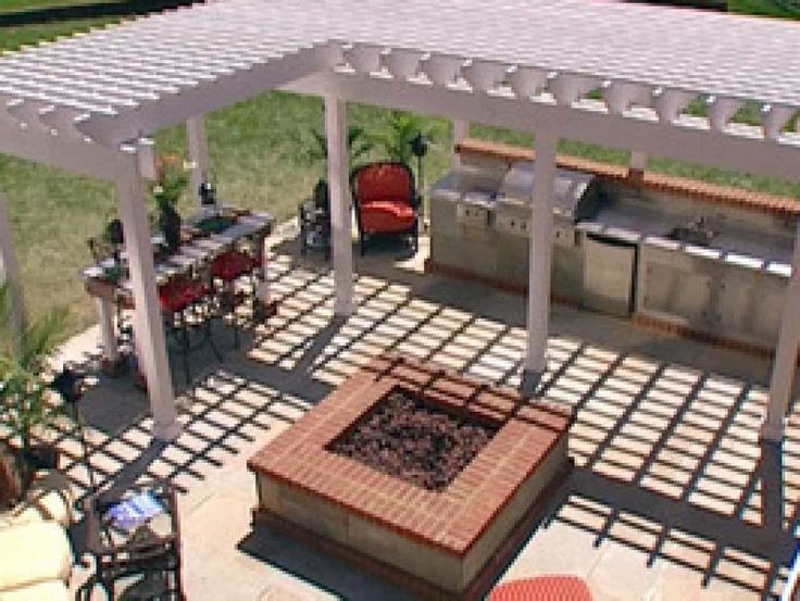 Beautiful Outdoor Kitchen With White Pergola Kitchen , Incredible Outdoor Kitchen Ideas; Extra Charming for Backyard