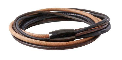 Trefarvet armbånd  Til dette armbånd er der brugt følgende materialer:  40 cm lys brun læder 3 mm 80 cm lædersnor rustik brun 2 mm 40 cm lædersnor mat sort 2 mm 40 cm  rundsyet sort læder 3 mm 1 stk. sort blank magnetlås 6 mm + lim  smyks.dk | smyks.de | smyks.com
