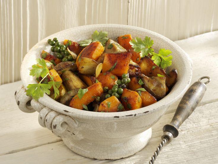 Kürbisgemüse mit Steinpilzen und grünem Pfeffer - smarter - Zeit: 15 Min. | eatsmarter.de #eatsmarter #rezept #rezepte #gerichte #essen #gesund #pilze #pilz #champignon #steinpilz #herbst #marone #risotto #suppe #kuerbis #gemuese #pfeffer