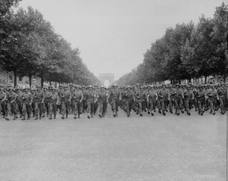American troops in tank passing the Arc de Triomphe after the liberation of Paris,    August 1944.