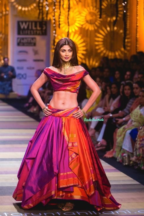 Shilpa Shetty was the showstopper for Tarun Tahiliani's Show at Wills India Fashion Week - in this gorgeous lehenga  #wifw