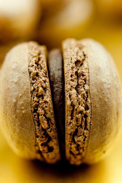 Для меня макаронс – это совершенство формы и содержания, квинтэссенция понятия десерт в форме двух небольших печений на основе меренги, соединенных…