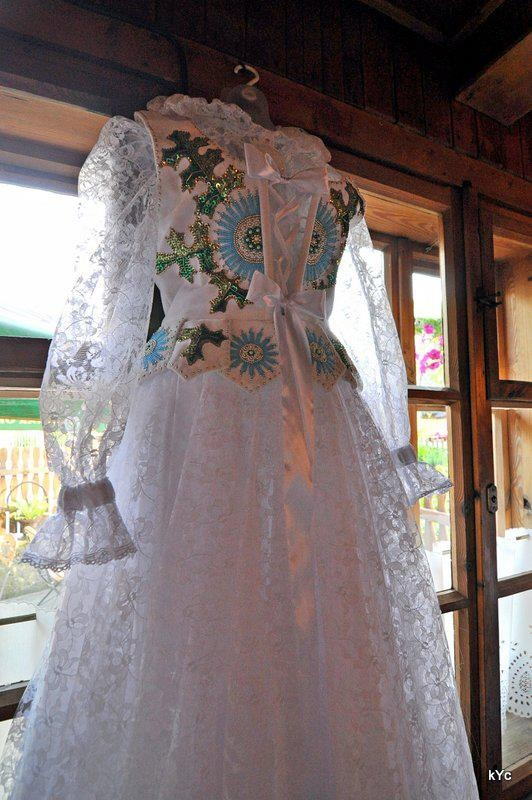 Polish folk brides dress... Absolutely a work of art. I love my peoples' sense of style; lace & florals
