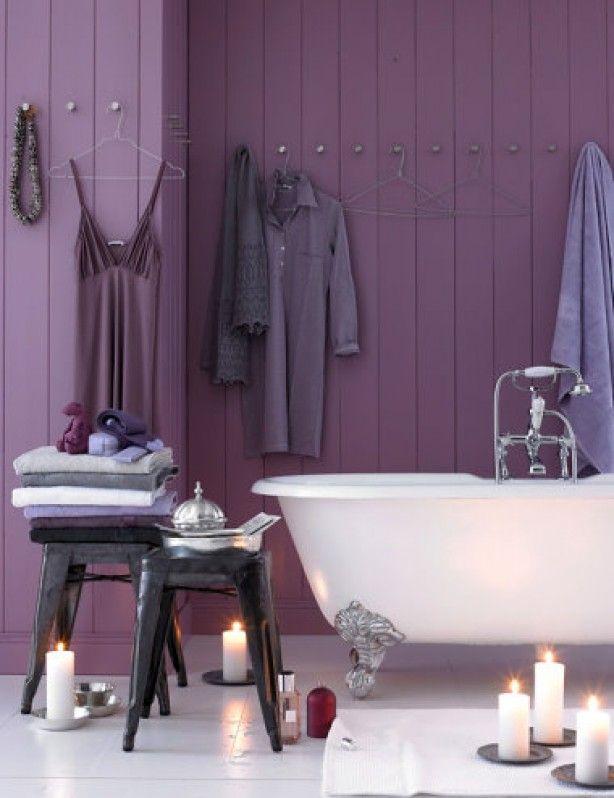 Wat een gave paarse kleur voor de badkamer!