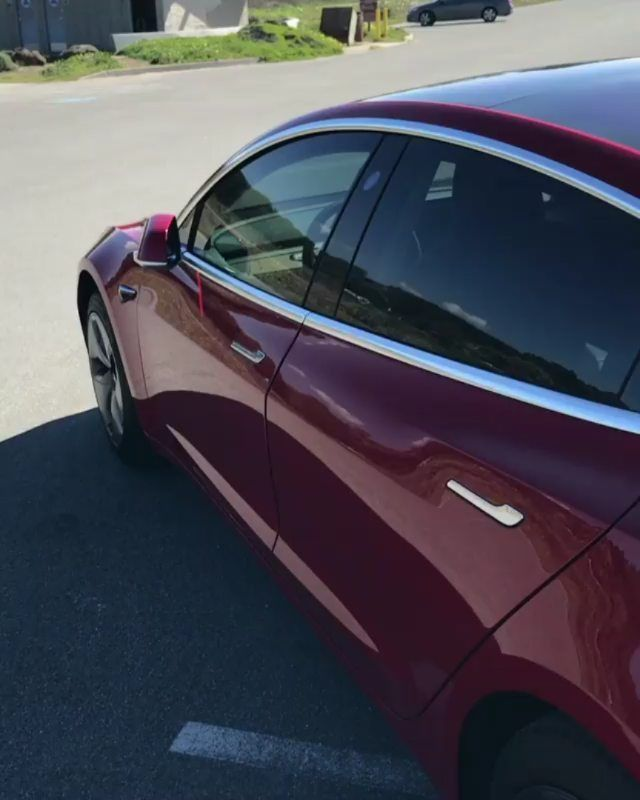 32470803776c Давайте запрыгнем в салон этой Tesla Model 3 и посмотрим что там  происходит. На самом деле все очень минималистично и прикольно подробности  в …