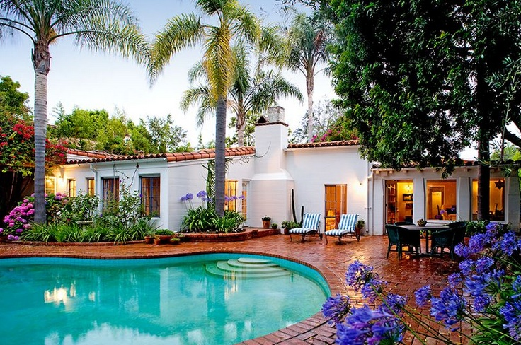 Marilyn Monroe's Brentwood Home - I love this house: Dreams Home, Dreams Houses, Marilyn Monroe, California, Monroe Houses, Backyard, Spanish Style, Pools, Celebrity Home