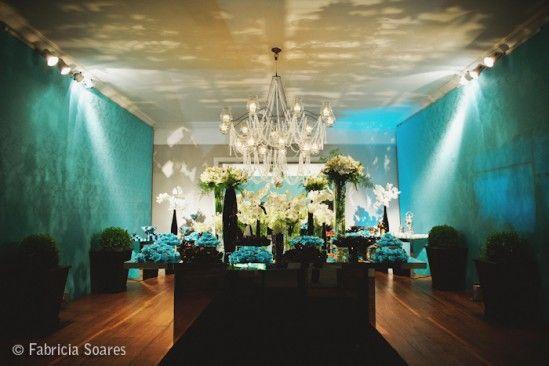 """""""Nem muito verde, nem tanto azul profundo. Um hibridismo entre a harmonia do verde e a tranquilidade do azul resulta na linda cor turquesa."""" Em alta nas decorações de casa..."""