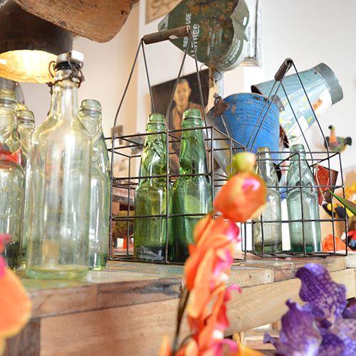 Oude #frisdrank #flessen in #ijzeren #rek in de winkel bij #indistrieel #Middelburg #dam 61 #Zeeland