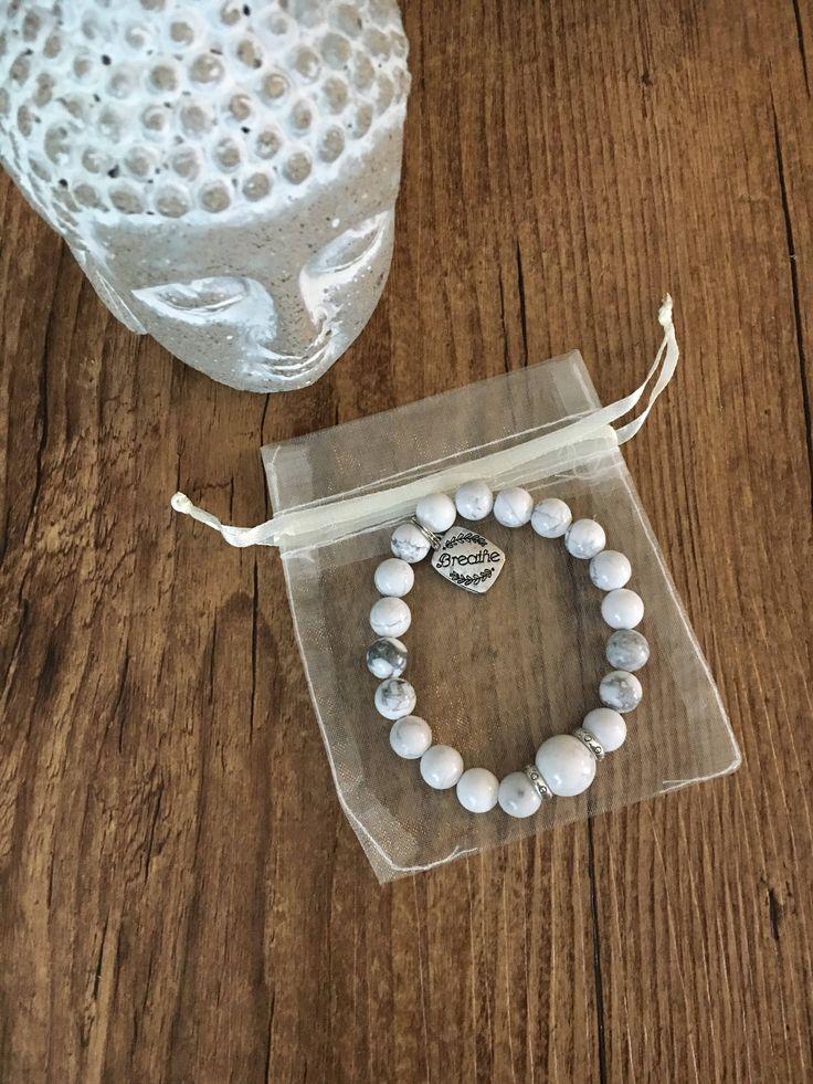 Le chouchou de ma boutique https://www.etsy.com/ca-fr/listing/558946448/bracelet-en-perles-de-howlite-et