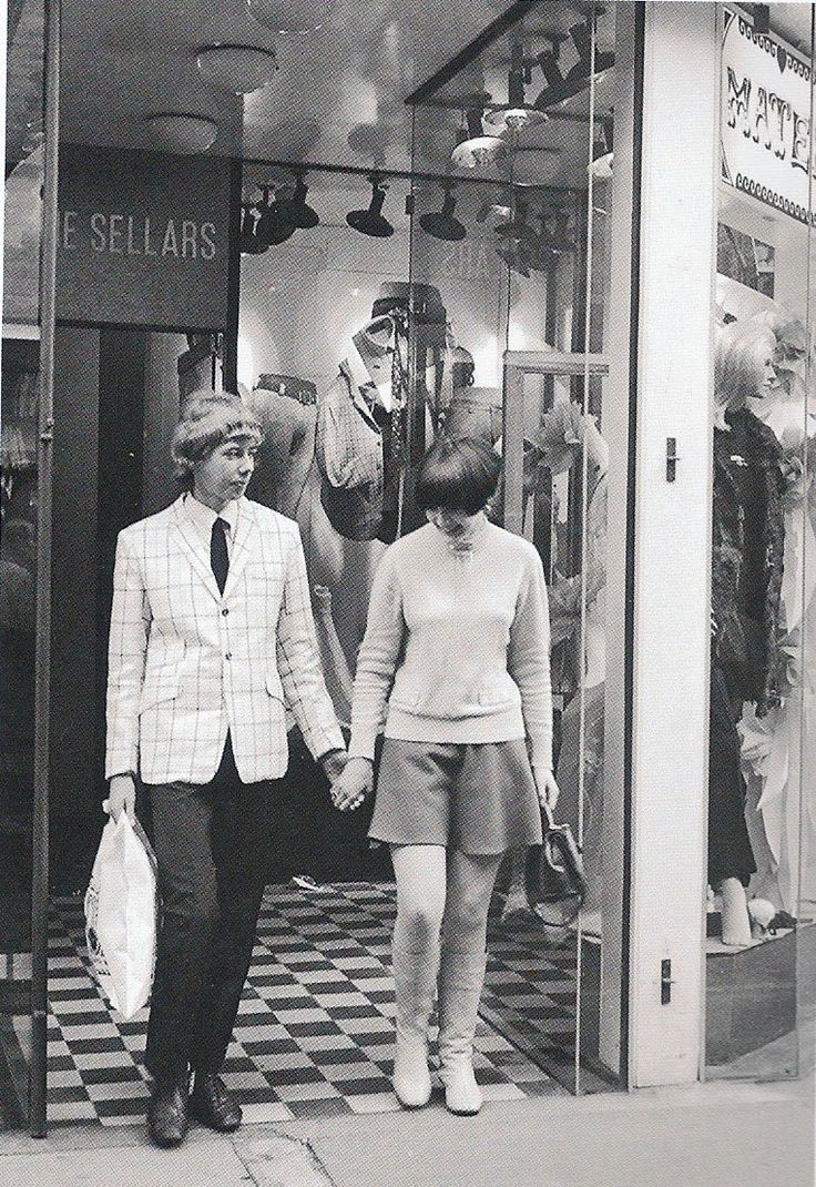 Mod couple boutique shopping in swinging London, c. 1964/1965