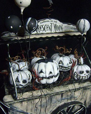 Ghostly pumpkins.....: Halloween Decor, Folk Art, Hallows Eve, Halloween Pumpkin, Halloween Ghosts, White Pumpkin, Ghosts Pumpkin, Paintings Pumpkin, Ghosts Gourds