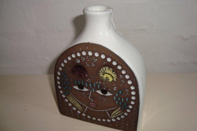 "UPSALA-EKEBY - MARI SIMMULSON ""Beata"". #trendyenser #upsalaekeby #marisimmulson #swedishdesign #svenskdesign #retro #ceramics #keramik #vase. From www.TRENDYenser.com. SOLGT/SOLD."