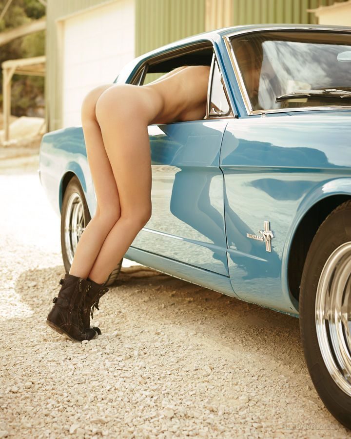 Sexy Nude Car Girls