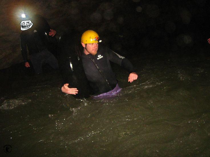 Kiwi Cave Adventures - durch den Fluss stapfen, nur um am Ende da wieder durch zu Rutschen