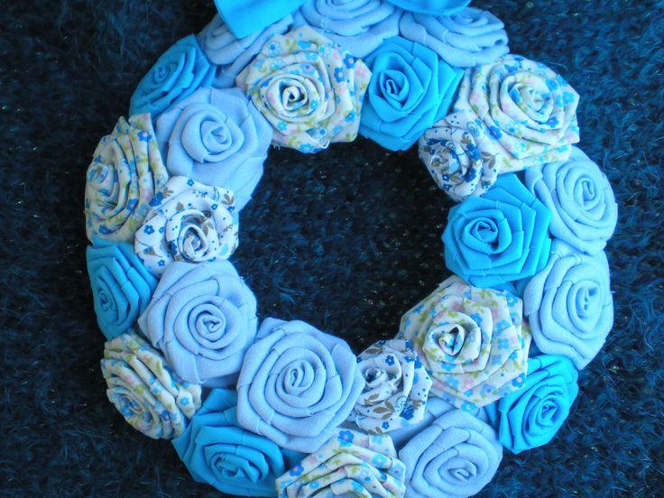 Kék rózsakoszorú https://www.facebook.com/pages/Var%C3%A1zsvir%C3%A1g/465323110247013?ref=hl