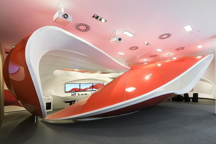 Referencias - Sala de exposición - ˙ţEl interior del CEC fue realizado para presentar los productos a los clientes de Vodafone. En este recinto los clientes reciben las últimas noticias sobre las tecnologías y sobre el amplio rango de ...