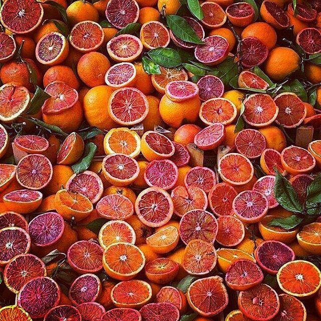 """Aranci aranci cu avi guai si li chianci"" - ""Naranjas naranjas los que tienen problemas si lloran (proverbio siciliano)"" - ""Oranges oranges ceux qui ont du mal à s'ils pleurent (proverbe sicilien) - ""Oranges oranges who has trouble crying them (Sicilian proverb)  #ig_visitsicily #ig_yummisicily #sicilia #sicily #siciliabedda #beautiful #happy #summer #fun #like #smile #instamood #repost #amazing #art #style#life#nature #sun #instagram#beauty#lol"