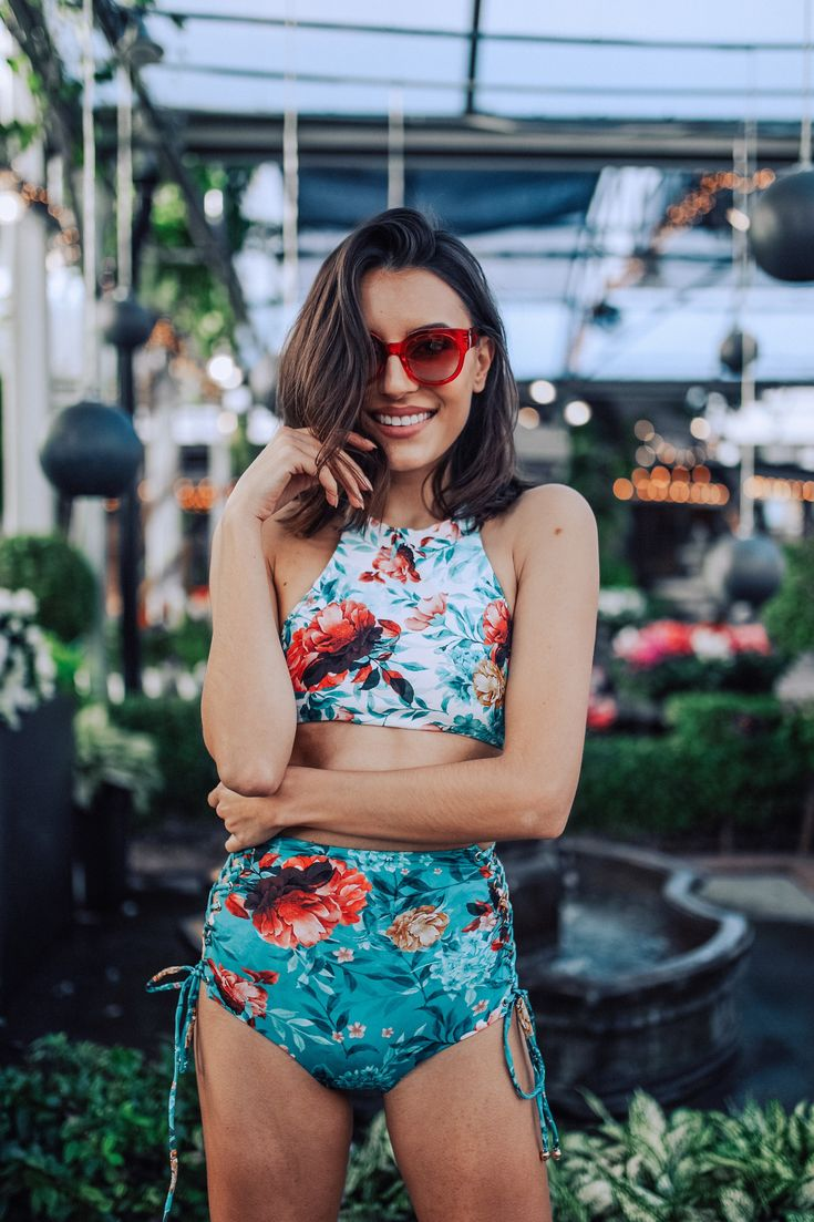It's paradise by the pool in this Boamar floral high-neck swim top! The best part? It's reversible and provides full coverage for when you're feeling more active (we personally prefer to nap in the sun, but you do you).