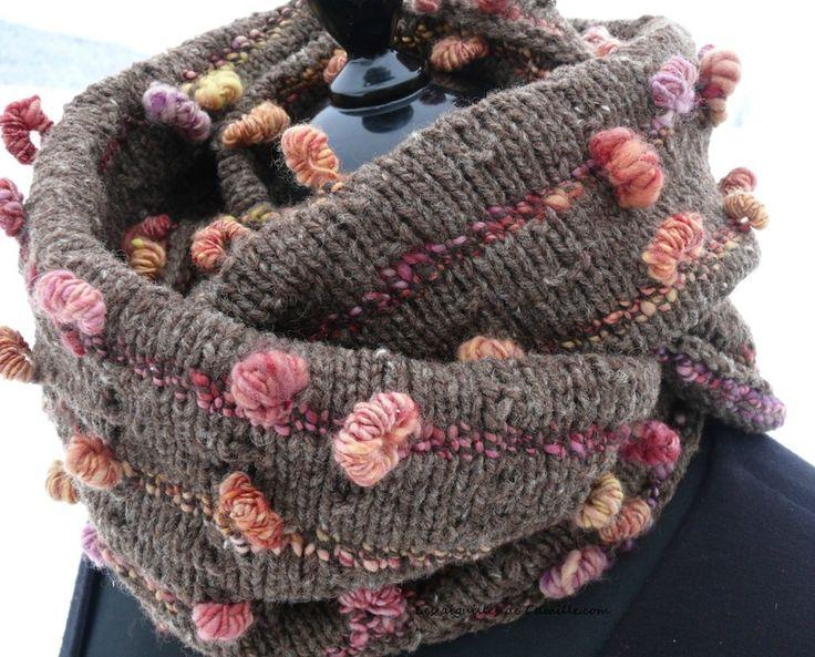 Col Très perso en laine filée main et fado de fonty. Modèle gratuit sur Tricote pas tout.com: http://www.tricotepastout.com/archives/2015/01/30/31432405.html