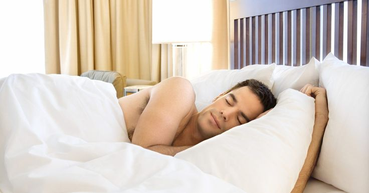 Cómo respirar oxígeno de un concentrador para dormir mejor. Los concentradores de oxígeno son uno de los principales tratamientos para la apnea del sueño. Ellos utilizan sistemas de flujo continuo de oxígeno para suministrar aire con mayor contenido de oxígeno. Aunque existen varios modelos de concentradores de oxígeno disponibles, la mayoría de ellos tienen las mismas funciones básicas. Al buscar ...