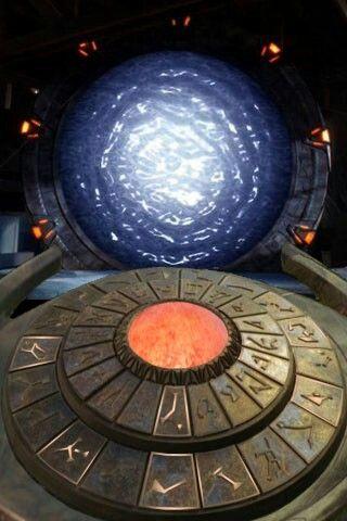"""STARGATE! LA PORTE DES ÉTOILES à traverser pour d'autres mondes...! de """"SG1"""""""