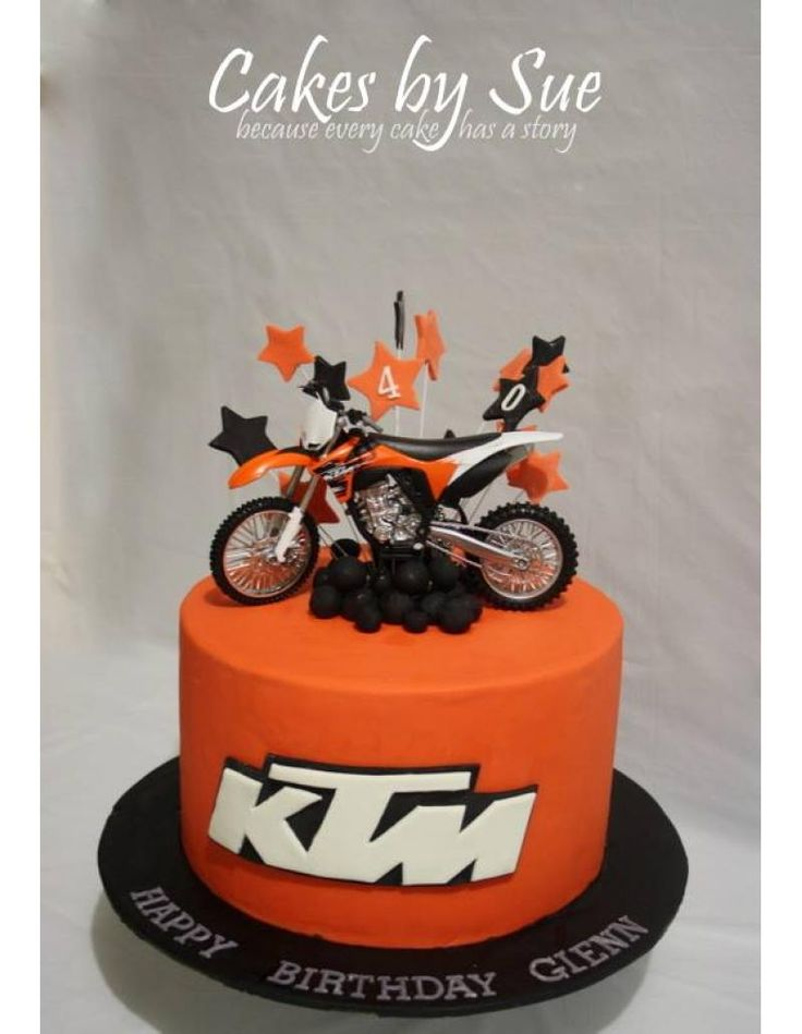 Motorcyle And Beer Cakes