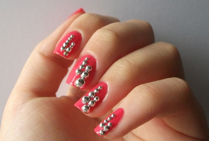 Festive #manicure with silver beads/decorations - details http://bit.ly/nye-manicure