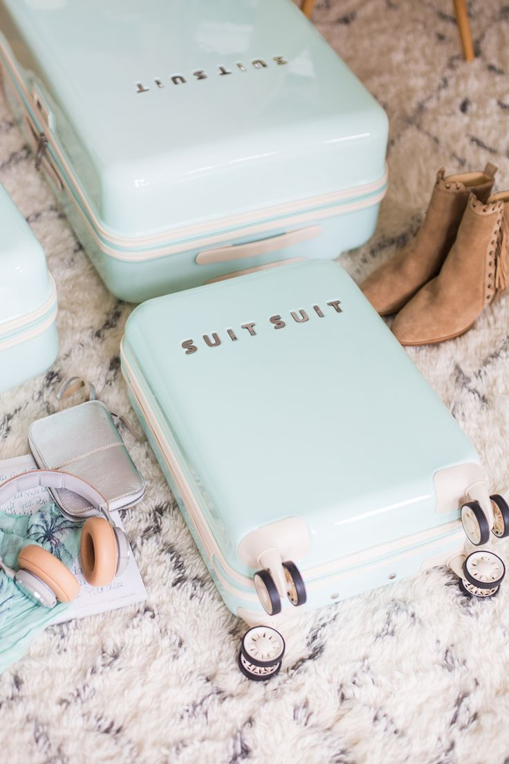 Join Me at Meet The Blogger in Amsterdam! SuitSuit Suitcases in Mint Green - Love!