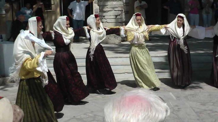 Traditional Greek Dance - Samos / Pythagorion, Platia Eirini