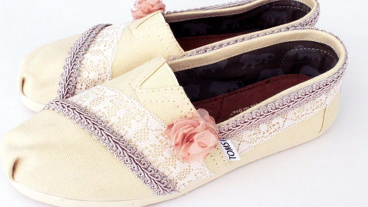 Create Lace and Flower-Decorated TOMS - DIY Style - Guidecentral