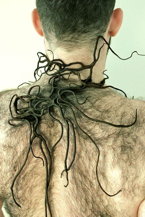 ZERO – 2011 – 86 x 52 cm Né en 1979 en Italie, ce jeune brodeur diplômé de l'ESAA Duperré aborde la broderie dans un imaginaire onirique et organique très contemporain. À découvrir en images.…