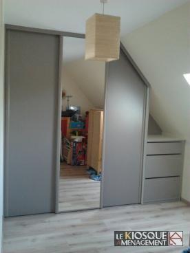 placard sous pente portes coulissantes et tiroirs