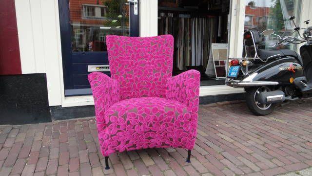 Roze Montis stoel