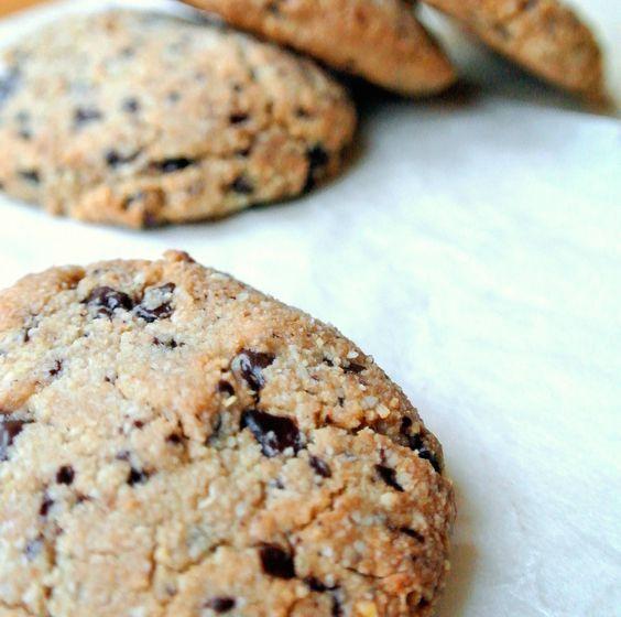 Chocolade chip koekjes van amandel meel.