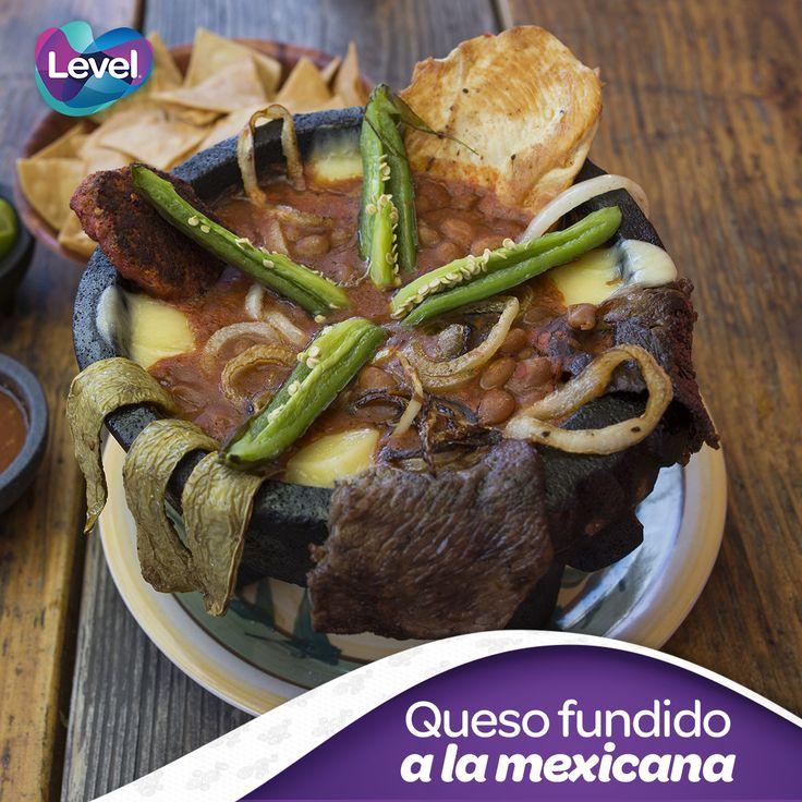 Prepara una botana fácil y picosa, un delicioso queso fundido con un estilo muy   mexicano.