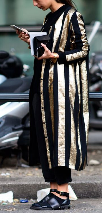 METALLICS // gold stripes coat Street Style