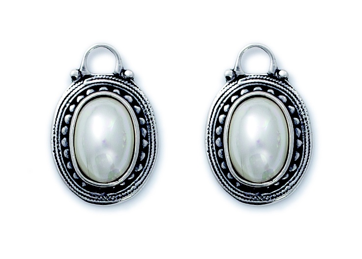 Shell Pearl Pretty Woman Charms complemented by an edging of burnished silver detailing (E2205)