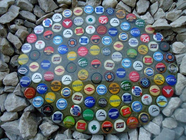 Bottle Cap Stepping Stone, Creative Stepping Stone Ideas, http://hative.com/creative-stepping-stone-ideas/,